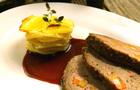Запеченная фаршированная говядина, картофельно-брюквенная запеканка, соус из черной смородины